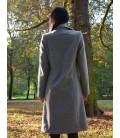 Dámský kabát se sedlem na zadním díle